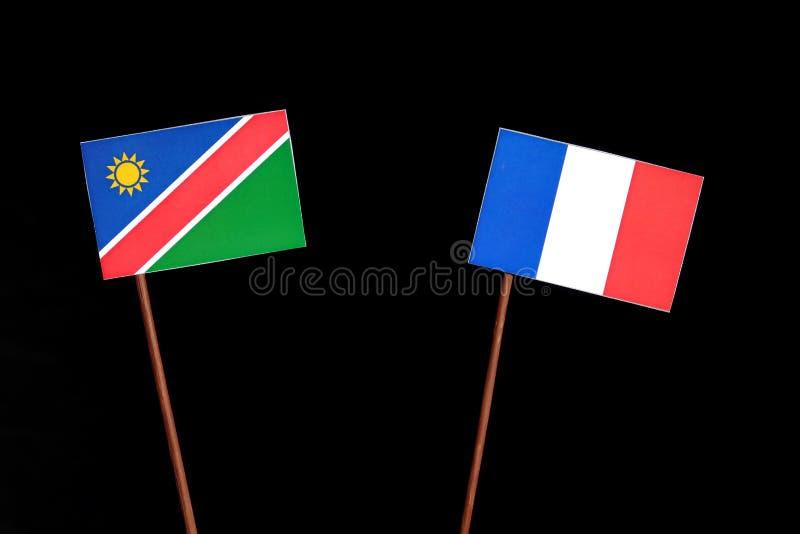 Drapeau namibien avec le drapeau français d'isolement sur le noir image stock
