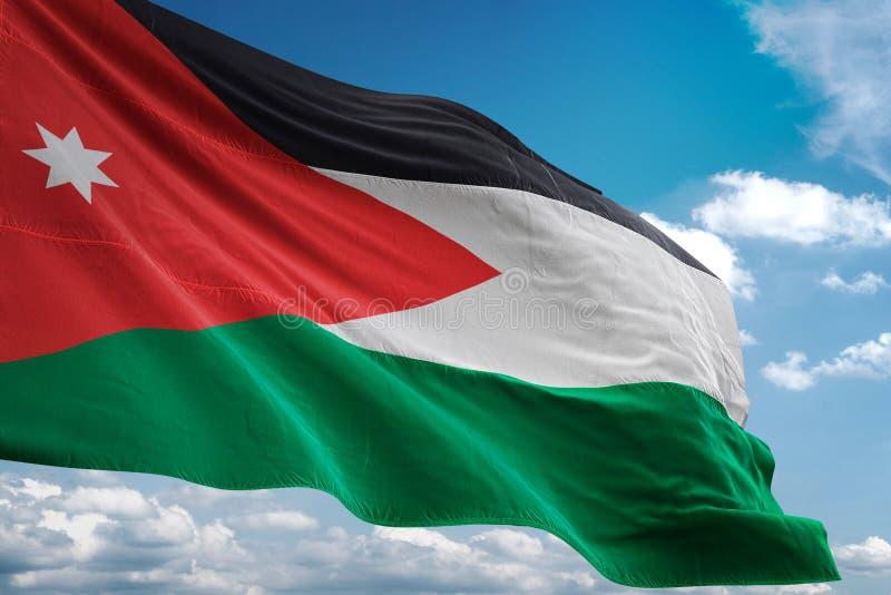 Drapeau national de la Jordanie ondulant l'illustration 3d réaliste de fond de ciel bleu illustration de vecteur