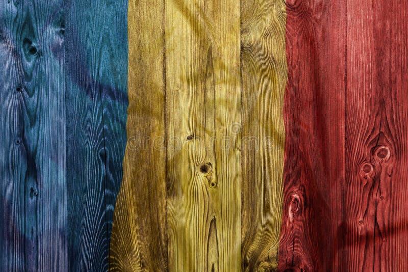 Drapeau national de la Roumanie, fond en bois photo stock