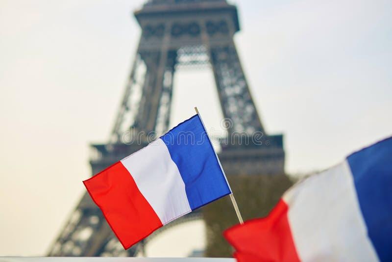 Drapeau national français (tricolore) à Paris photos libres de droits