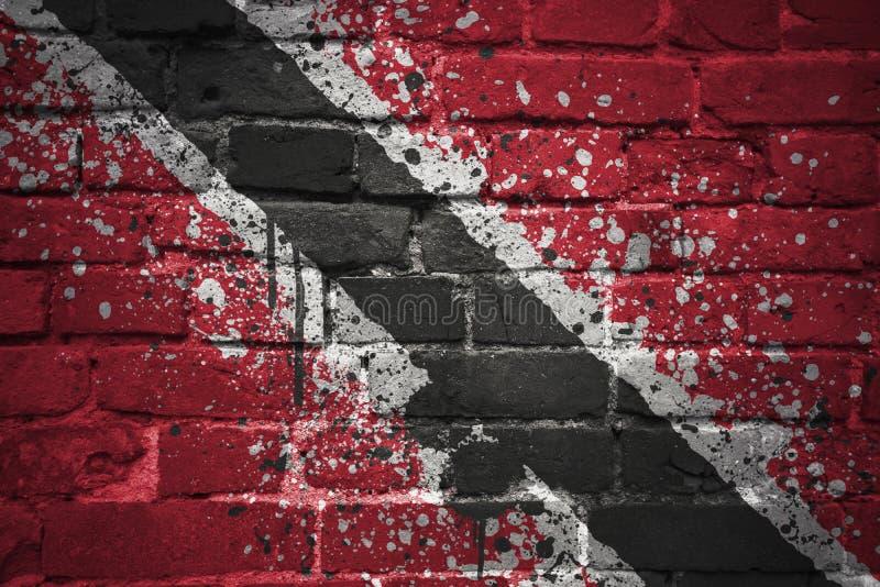 Drapeau national peint des Trinité-et-Tabago sur un mur de briques images libres de droits