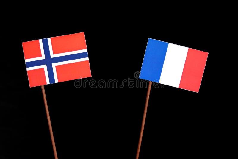 Drapeau norvégien avec le drapeau français sur le noir image stock