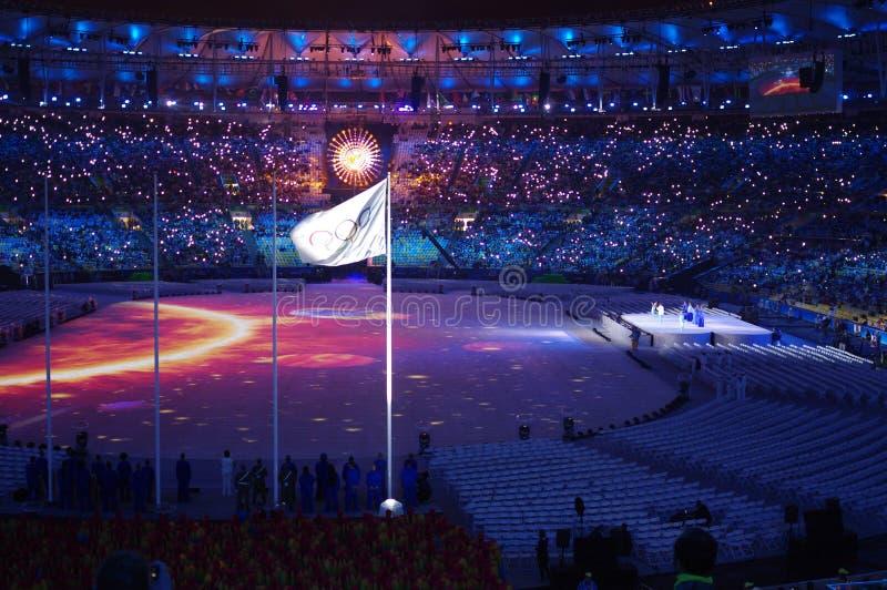 Drapeau olympique et chaudron olympique photos libres de droits