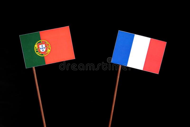 Drapeau portugais avec le drapeau français sur le noir images libres de droits