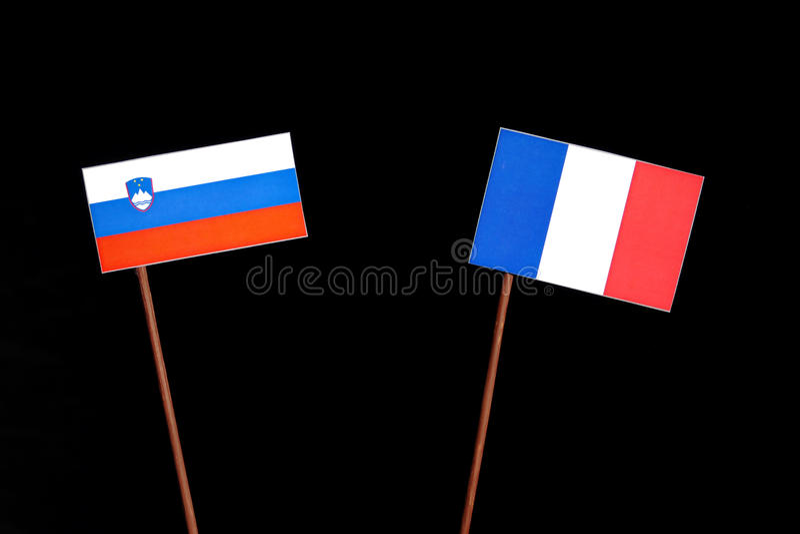 Drapeau slovène avec le drapeau français sur le noir image stock