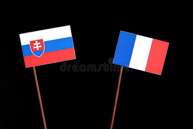 Drapeau slovaque avec le drapeau français sur le noir images stock