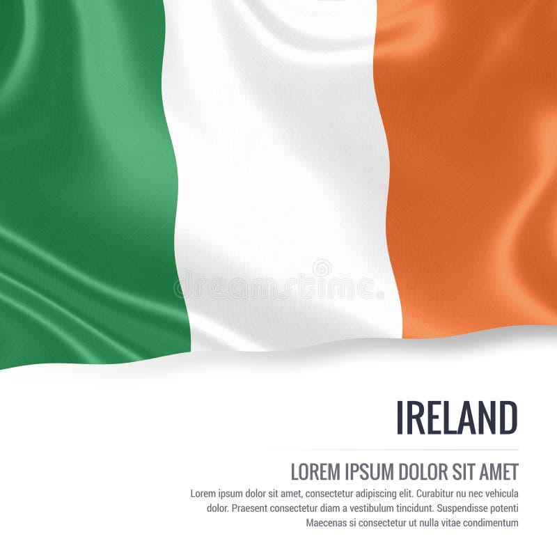 Drapeau soyeux de l'Irlande ondulant sur un fond blanc d'isolement avec le secteur blanc des textes pour votre message d'annonce illustration de vecteur