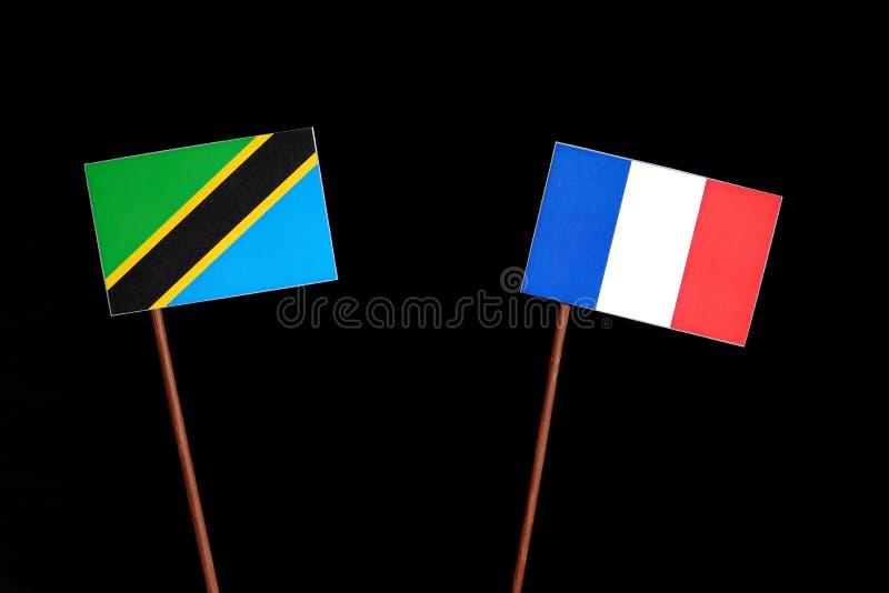 Drapeau tanzanien avec le drapeau français sur le noir image libre de droits