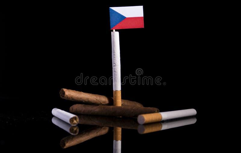 Drapeau tchèque avec des cigarettes et des cigares image stock