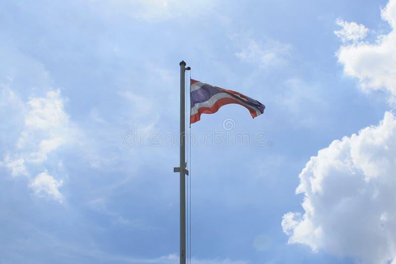 Drapeau thaïlandais national et le ciel images stock