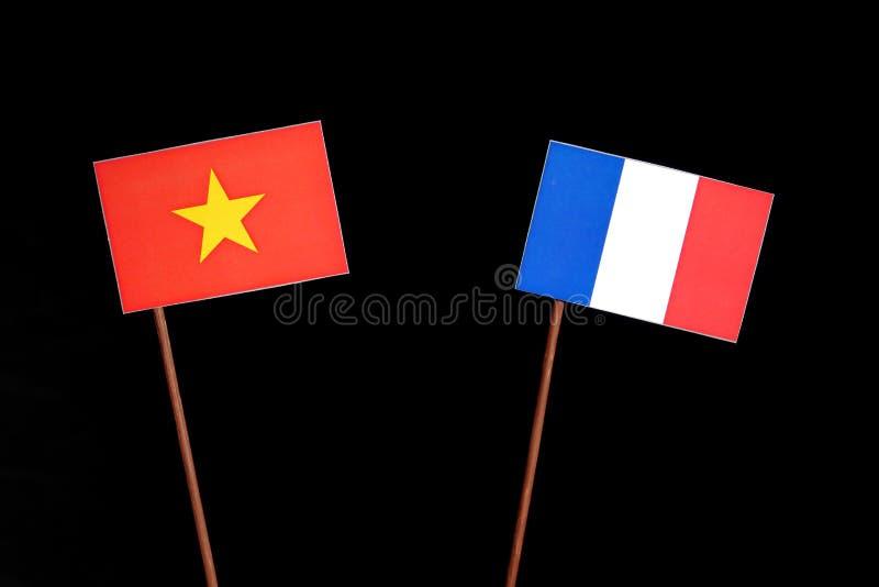 Drapeau vietnamien avec le drapeau français sur le noir image libre de droits