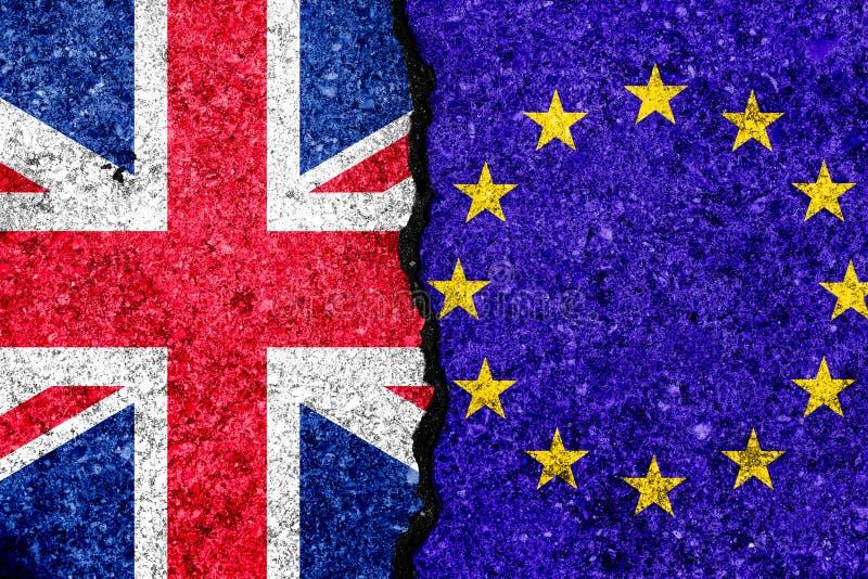Drapeaux d'Union européenne et grand de Britan peints sur le mur criqué illustration de vecteur