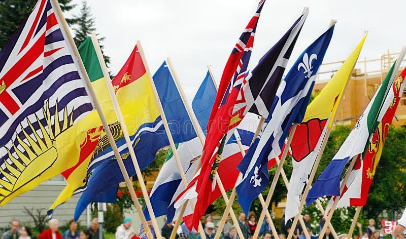 Drapeaux de Canada au défilé de mayday en Colombie-Britannique images libres de droits