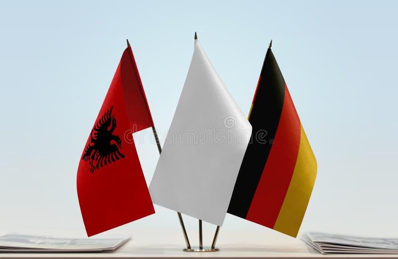 Drapeaux de l'Albanie et de l'Allemagne photo libre de droits