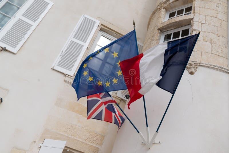 Drapeaux de l'UE l'Europe France et le vol britannique du Royaume-Uni images libres de droits