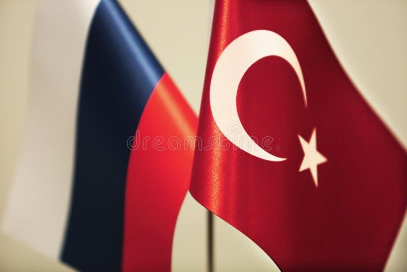 Drapeaux de la Turquie et de la Russie illustration stock