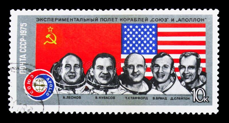 Drapeaux des Etats-Unis et de l'URSS, cosmonautes : A Leonov, V Kubasov, T sta photos stock