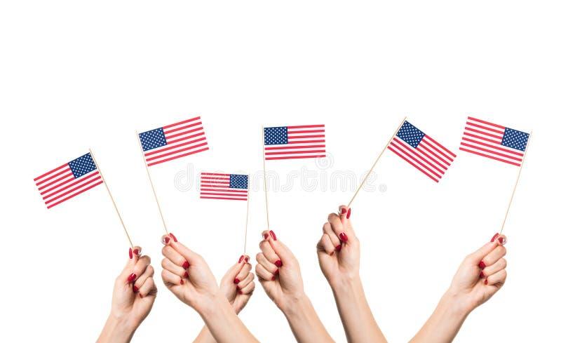 Drapeaux nationaux des Etats-Unis dans des mains image libre de droits