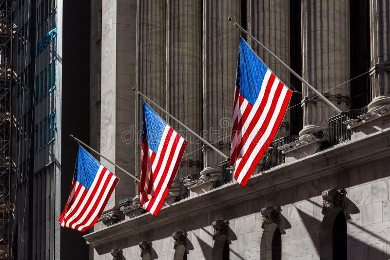 Drapeaux sur Wall Street photographie stock libre de droits