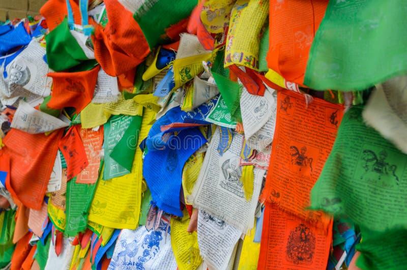 Drapeaux tibétains de prière Attribut bouddhiste de religion image stock