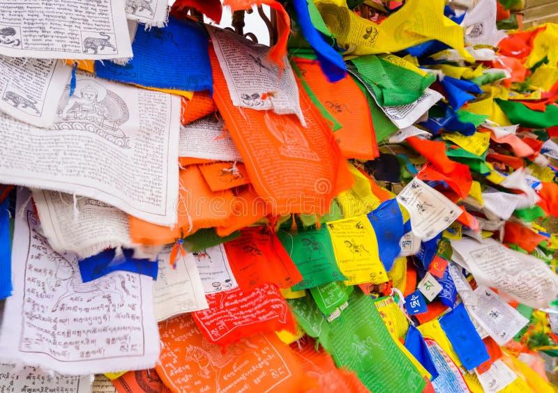 Drapeaux tibétains de prière Attribut bouddhiste de religion photos libres de droits