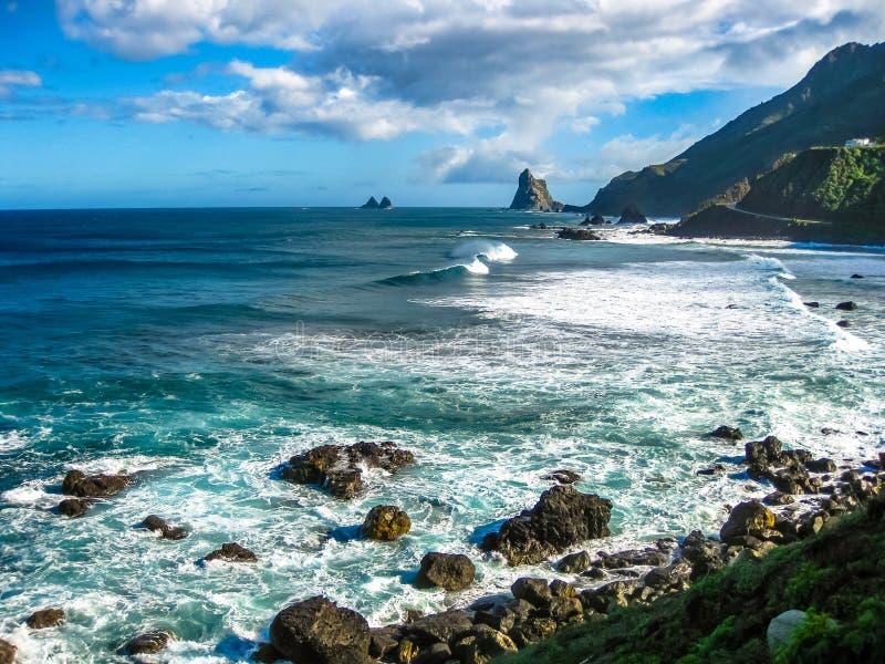 Drastische Ansicht von Benijo-Strand, Teneriffa stockfotografie