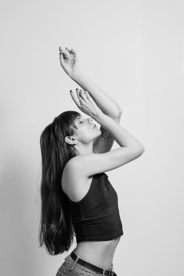 Drastische Bewegung des künstlerischen Modells der Mode flexibel lizenzfreies stockfoto