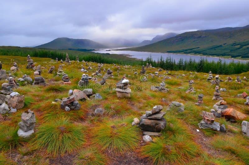 Drastische Landschaftsansicht von schottischen Hochländern und von See stockfoto