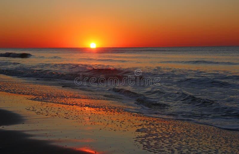 Drastischer Atlantik-Sonnenaufgang stockfoto