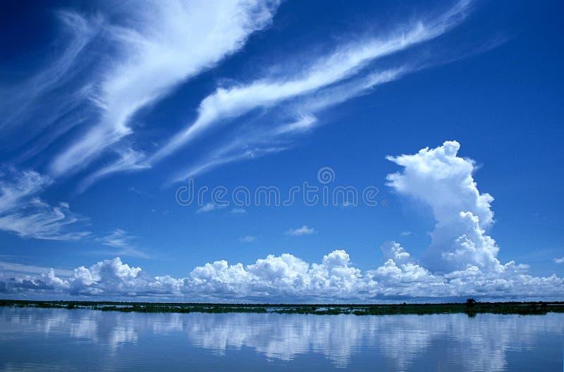 Drastischer Himmel, Kambodscha lizenzfreies stockfoto