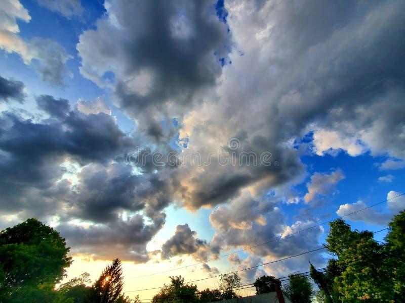 Drastischer Himmel stockfoto