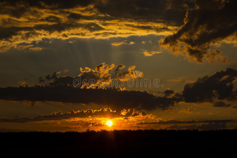 Drastischer Sonnenuntergang lizenzfreie stockbilder