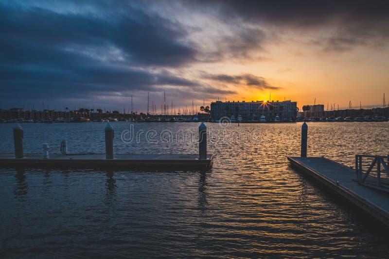 Drastischer Sonnenuntergang bei Marina del Rey stockbild
