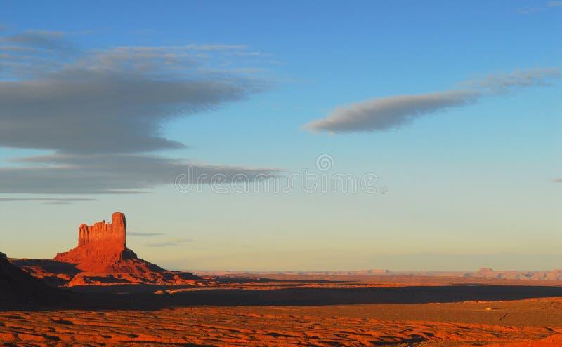 Drastischer Sonnenuntergang im Denkmal-Tal stockfoto