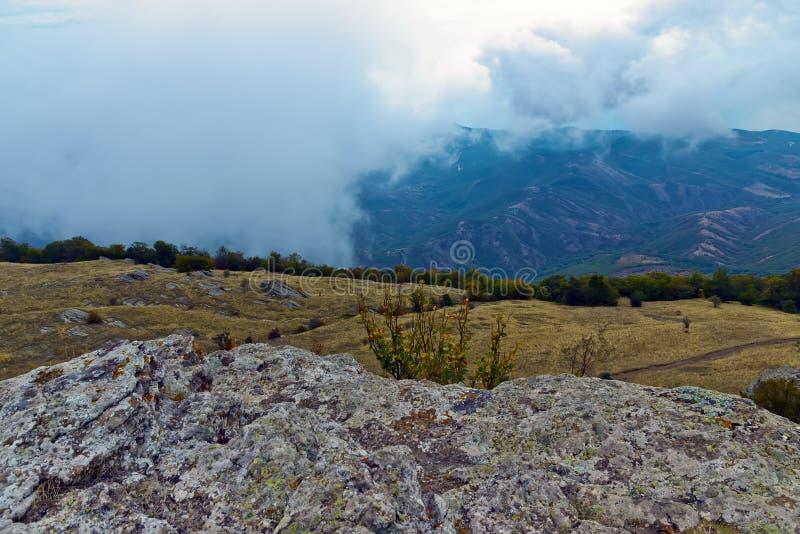 Drastisches Landschaftsbergwandern lizenzfreie stockfotografie