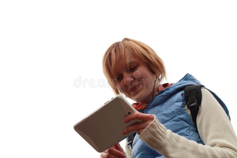 Draußen plaudern mit Tablet-PC stockbild