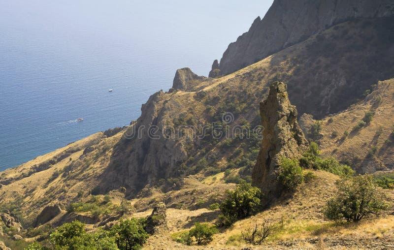 Draufsicht der Bucht und der Klippen in der Reserve Kara-Dag krim lizenzfreie stockfotos