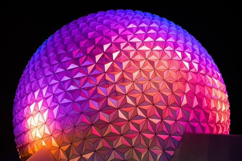Draufsicht der bunten und belichteten Bereich Raumschiff-Erdanziehungskraft bei Epcot in Walt Disney World 3 stockfotos