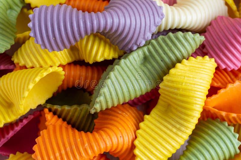 Draufsicht der farbigen Paste, gelb, der Orange, rosa und weiß lizenzfreies stockbild