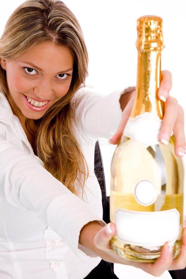 Draufsicht der Geschäftsfrau Champagnerflasche zeigend stockbilder