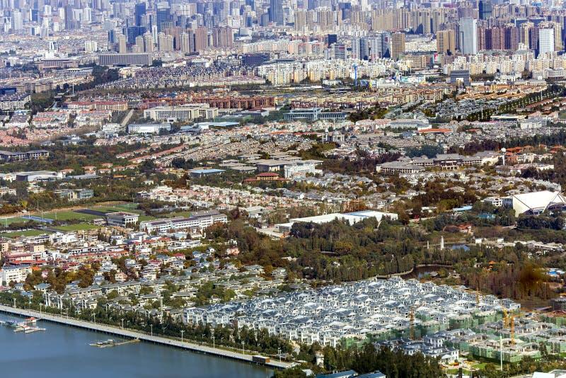 Draufsicht der modernen multi--Million Stadt von Kunming lizenzfreie stockfotos