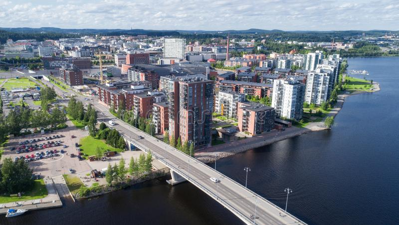 Draufsicht der schönen Stadt Jyvaskyla am Sommer lizenzfreies stockfoto