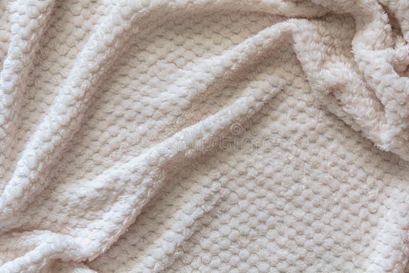 Draufsicht der weißen Decke des Winters mit Falten lizenzfreie stockfotos