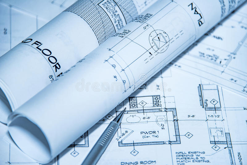 Draufsicht des Architektenarbeitsplatzes von Plänen Architekturprojekte, Pläne, Plan rollt auf Plänen mit Bleistift stockfotografie