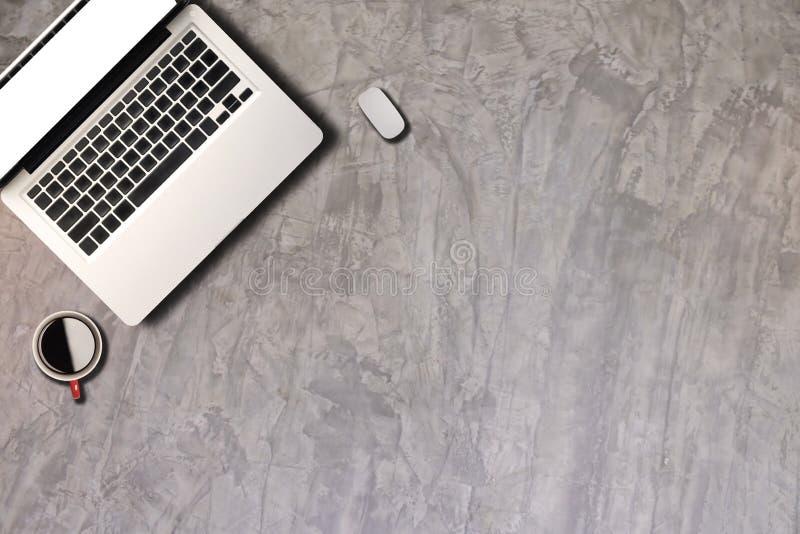Draufsicht des Bürozubehörs oder des Hippie-Desktops stockbilder
