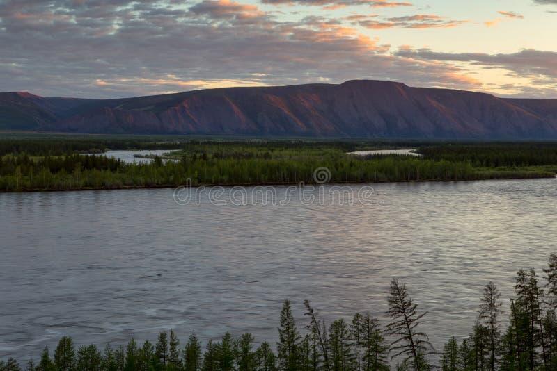 Draufsicht des Flusses lizenzfreies stockfoto