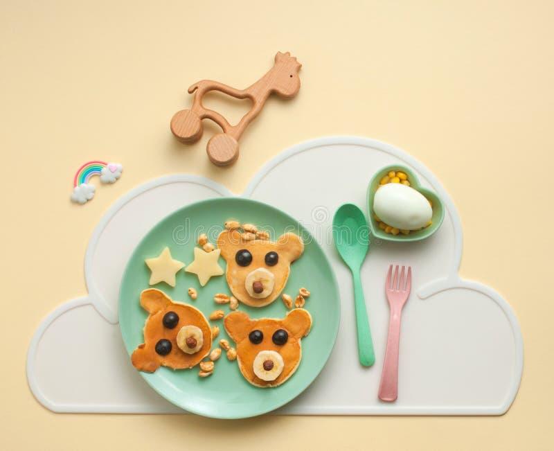 Draufsicht des Frühstücks des Kindes lizenzfreie stockbilder
