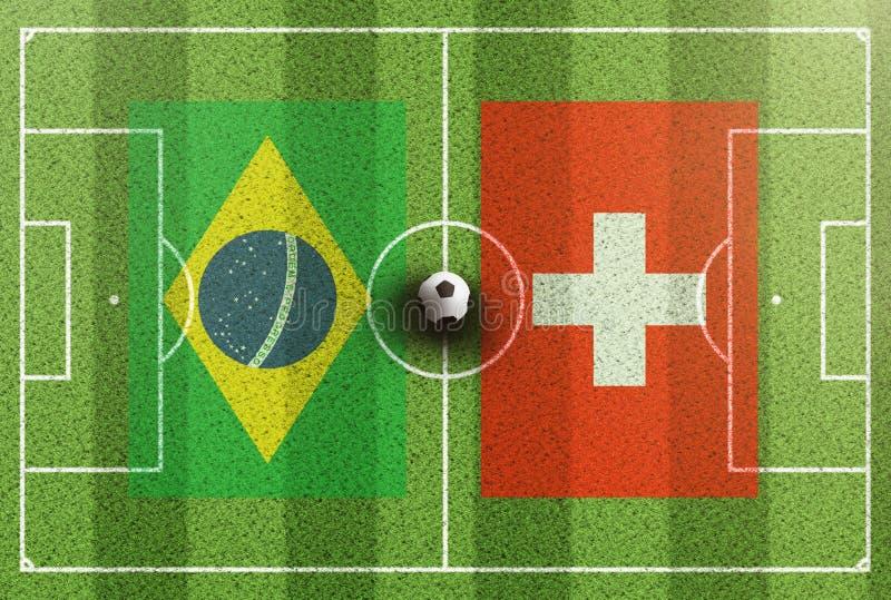 Draufsicht des grünen Fußballplatzes mit Flaggen von Brasilien und von Schweiz lizenzfreies stockfoto