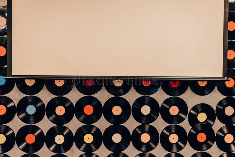 Draufsicht des Hintergrundes gemacht von den Vinylaufzeichnungen stockfotografie