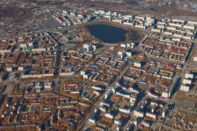 Draufsicht die Stadt von Nizhnevartovsk im Herbst stockfotografie